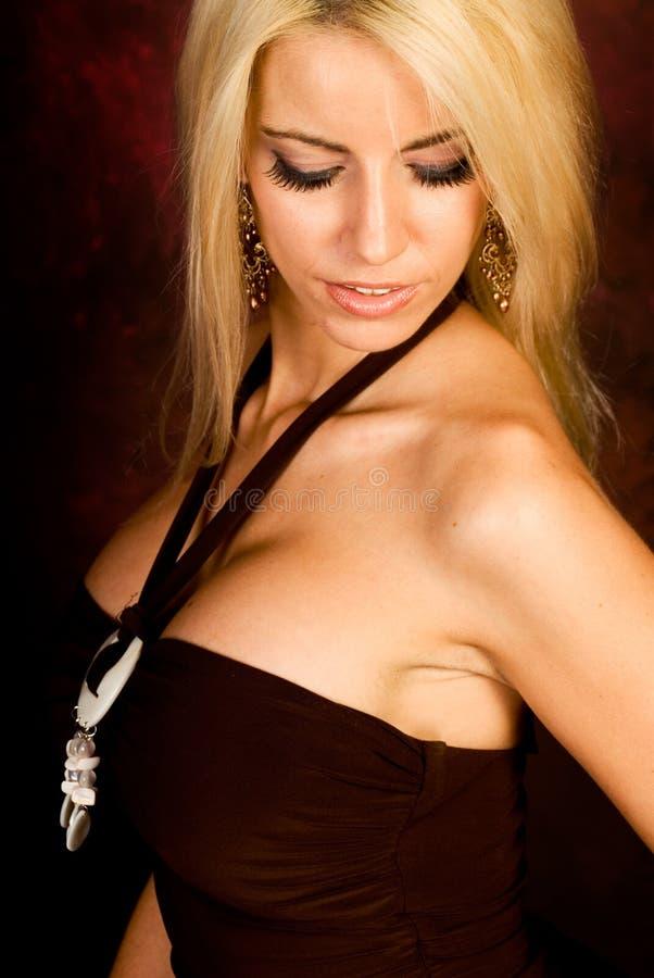 Modello di modo biondo sexy della donna fotografia stock