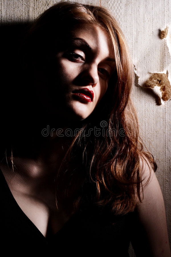 Download Modello Di Modo Con Gli Orli Rossi Immagine Stock - Immagine di persona, modello: 7320057