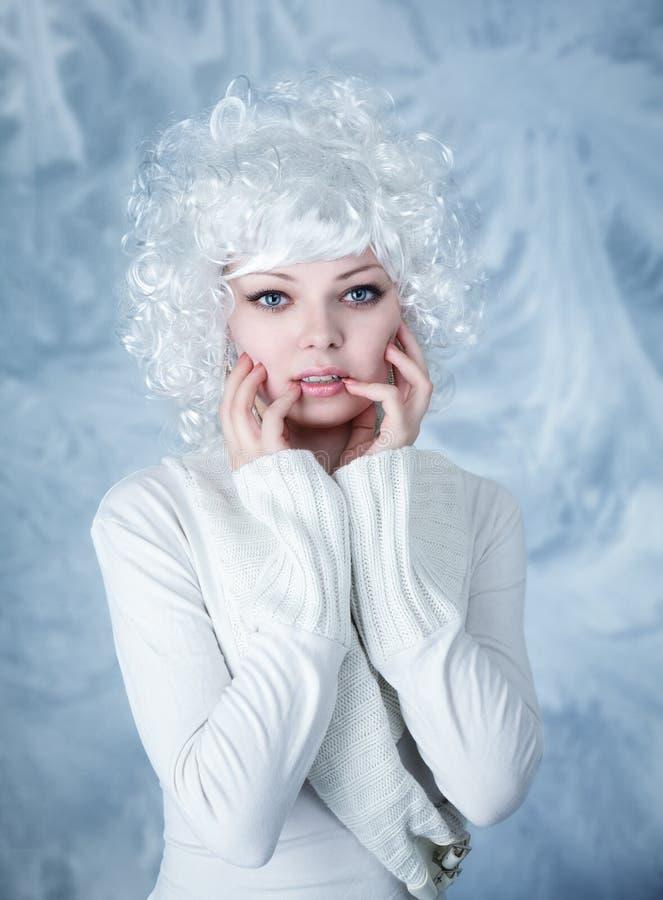 Modello di modo con trucco della neve fotografia stock libera da diritti
