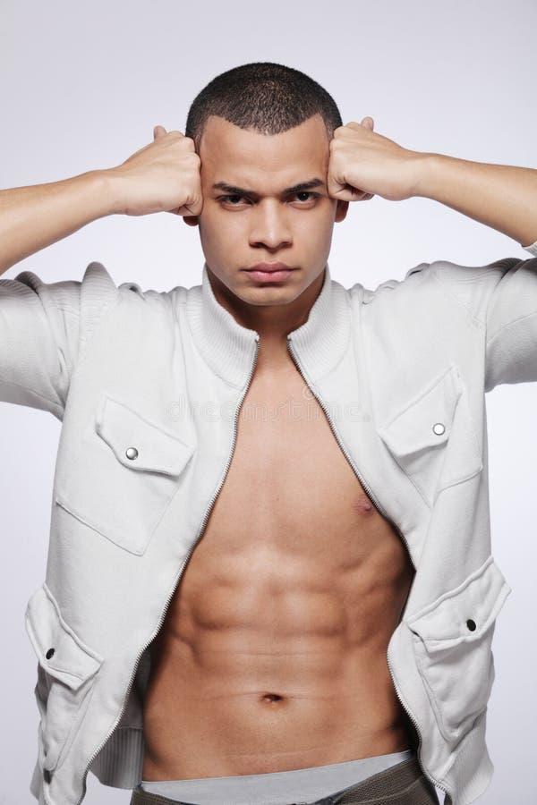 Modello di modo maschio del giovane African-American. fotografie stock libere da diritti