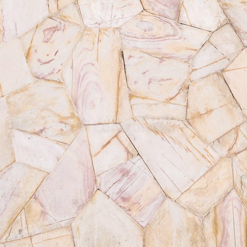Modello di pietra di superficie del primo piano del fondo di pietra marrone di struttura della parete di mattoni nel tono d'annat immagine stock libera da diritti