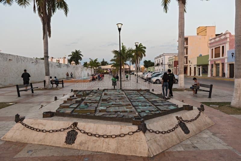 Modello di vecchia città storica di campeche sulla plaza del patrimonio mundial, Messico fotografia stock libera da diritti