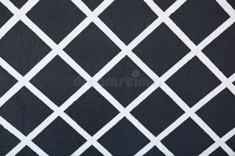 Modello dipinto della grata nel bianco su un fondo nero fotografia stock