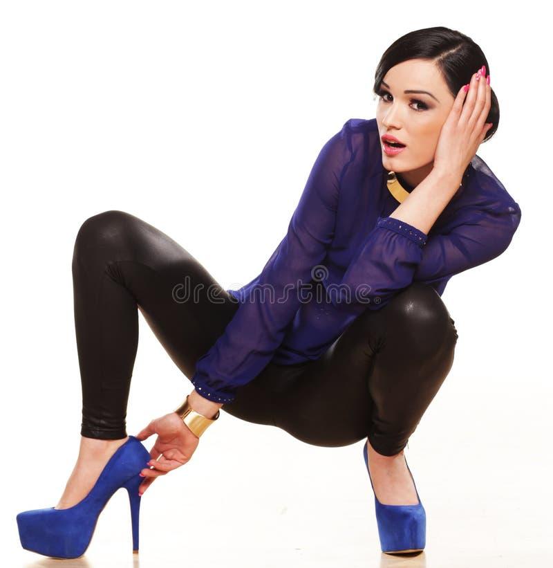 Modello femminile attraente in tacchi alti fotografia stock libera da diritti