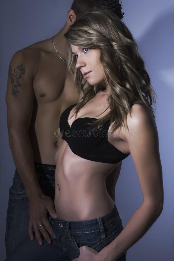 Modello femminile sexy con il suo ragazzo fotografie stock libere da diritti
