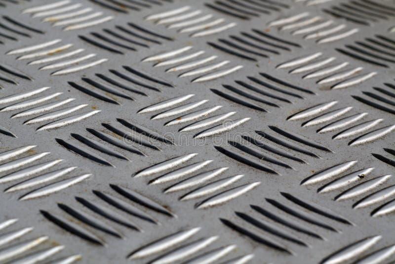 Modello a forma di diamante del pavimento del metallo con effetto della sfuocatura fotografie stock