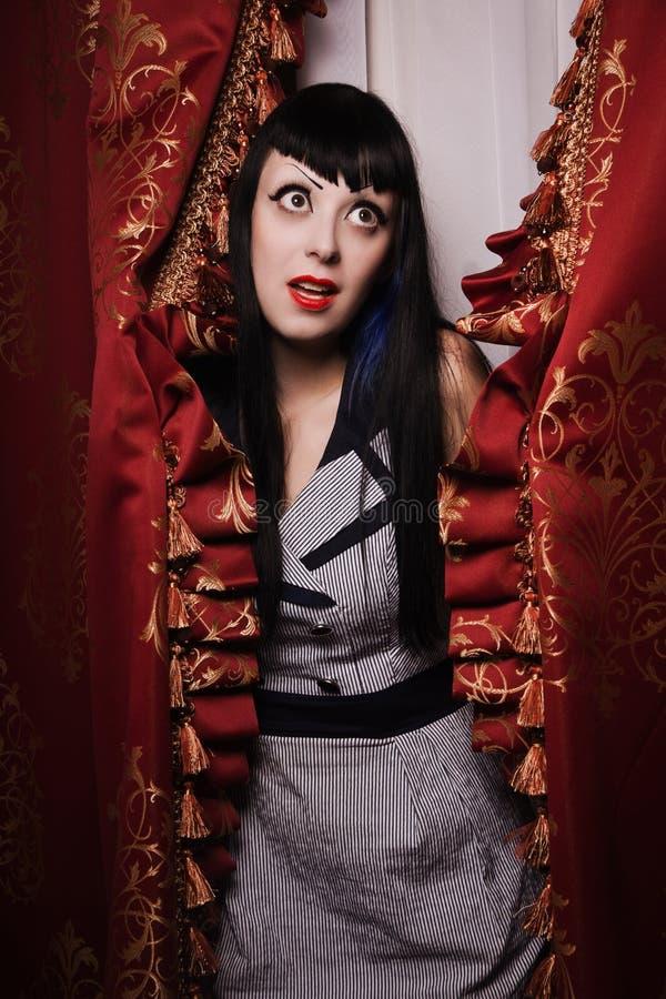 Modello gotico all'interno del boudoir fotografia stock libera da diritti