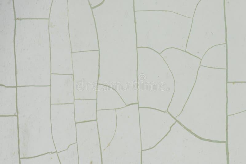 Modello incrinato astratto su struttura di superficie di plastica asciutta fotografie stock libere da diritti