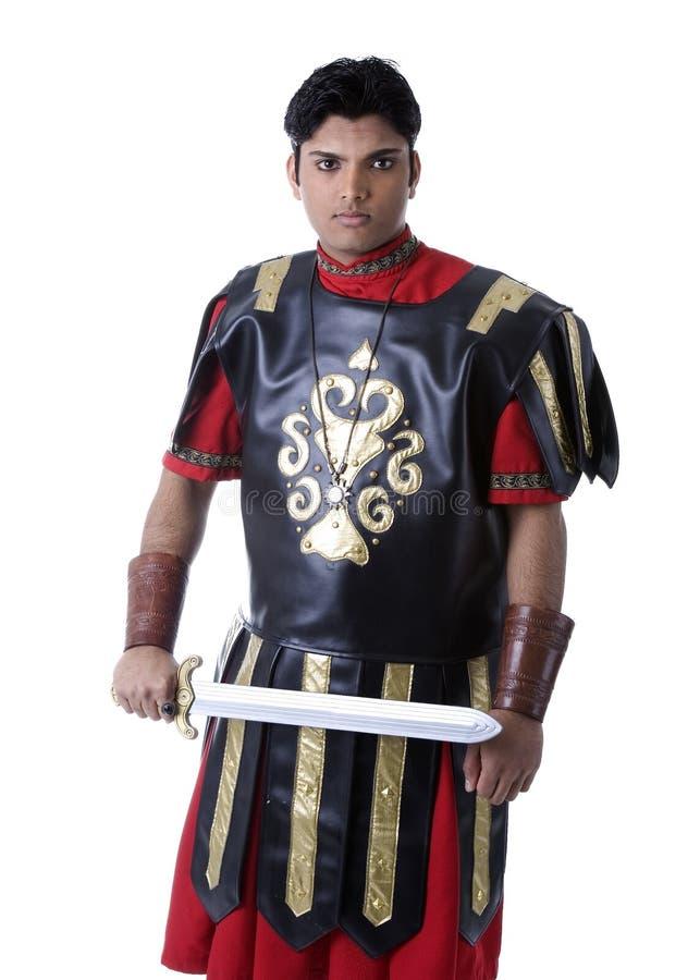 Modello maschio in costume romano del soldato fotografia stock libera da diritti