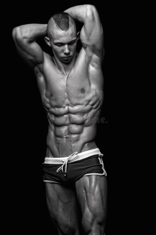 Modello maschio adatto fotografia stock libera da diritti