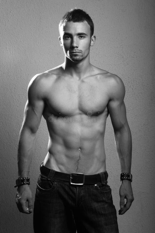 Modello maschio senza camicia fotografia stock libera da diritti