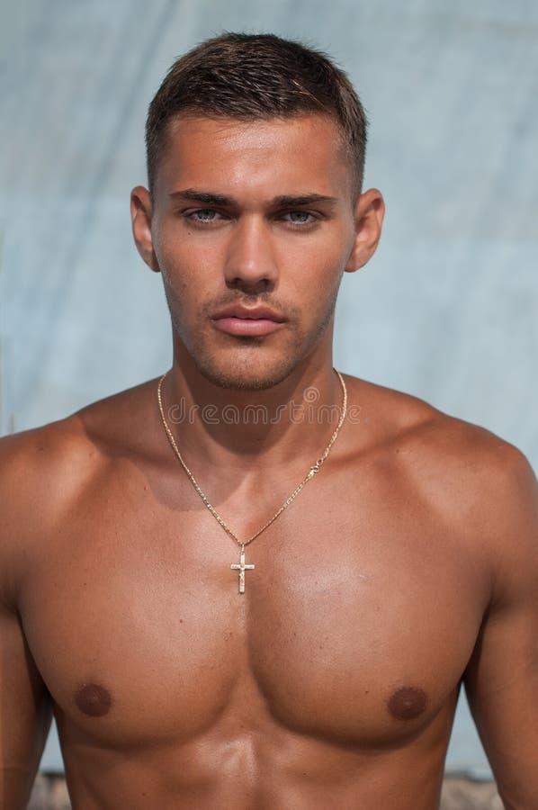 Modello maschio senza camicia fotografie stock