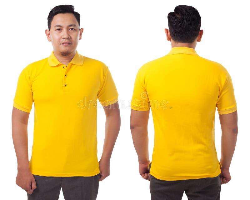 Modello messo un colletto giallo di progettazione della camicia fotografia stock libera da diritti