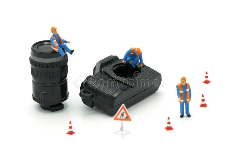 Modello miniatura di riparazione di Camera del muratore della gente facendo uso come del concetto della foto del fondo e di conce fotografia stock