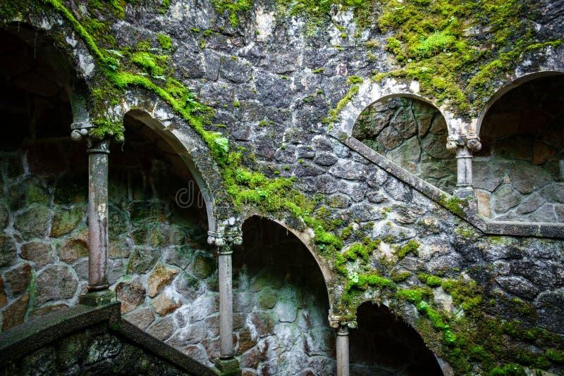 Modello misterioso del castello scenico di Quinta da Regaleira immagini stock libere da diritti