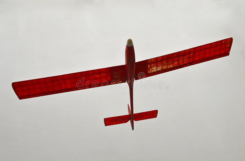 Modello rosso di carta di un aeroplano fotografia stock