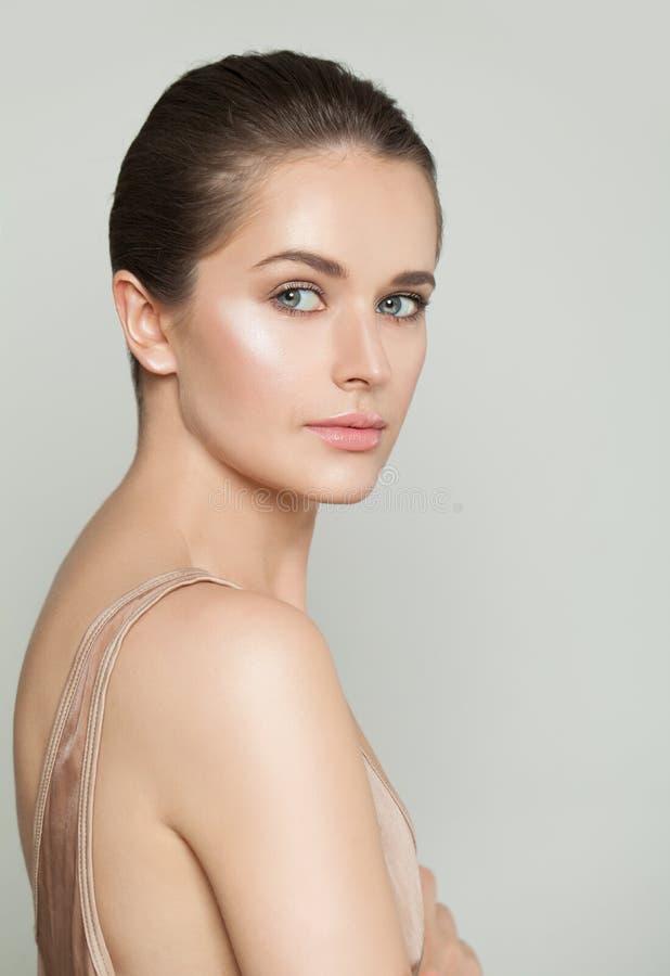 Modello sano sveglio con chiara pelle Concetto di Skincare fotografie stock libere da diritti