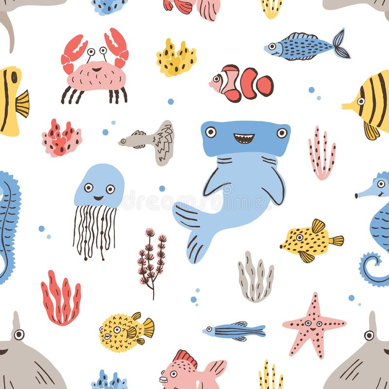 Modello senza cuciture puerile con gli abitanti divertenti dell'oceano e del mare o gli animali marini su fondo bianco Vettore va royalty illustrazione gratis