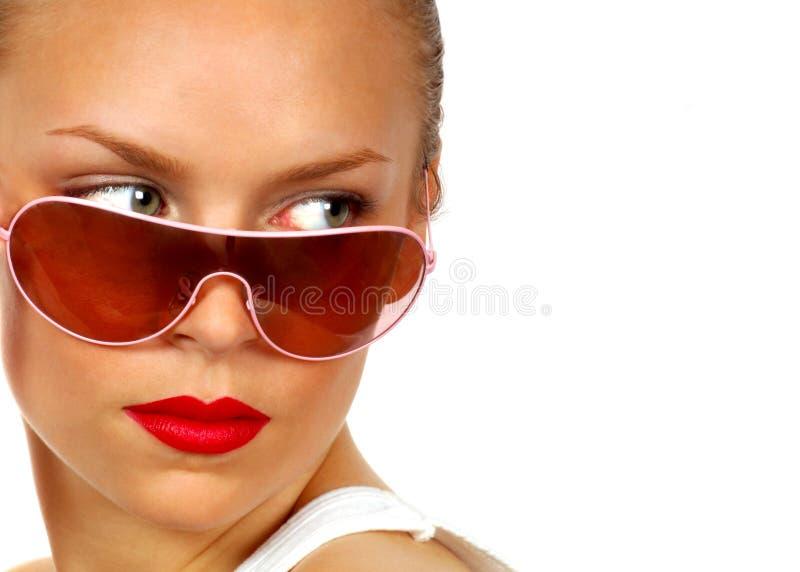 Modello sexy con gli occhiali da sole immagine stock