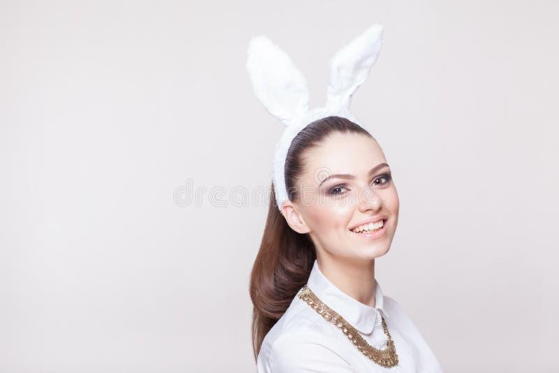 Modello sexy in costume del coniglietto fotografie stock
