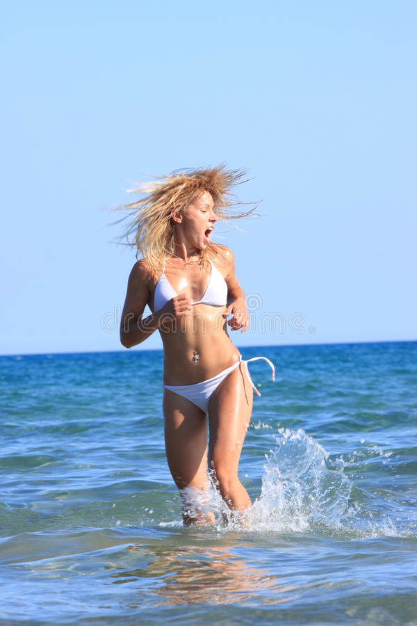 Modello sexy del bikini immagine stock