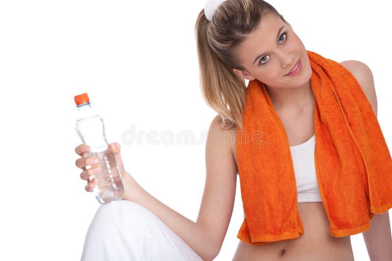 Forma fisica – giovane donna con la bottiglia di acqua immagine stock libera da diritti