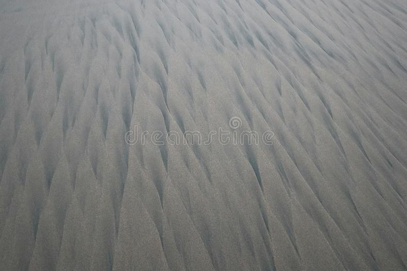 Modello sulla sabbia su una spiaggia deserta in Messico immagine stock