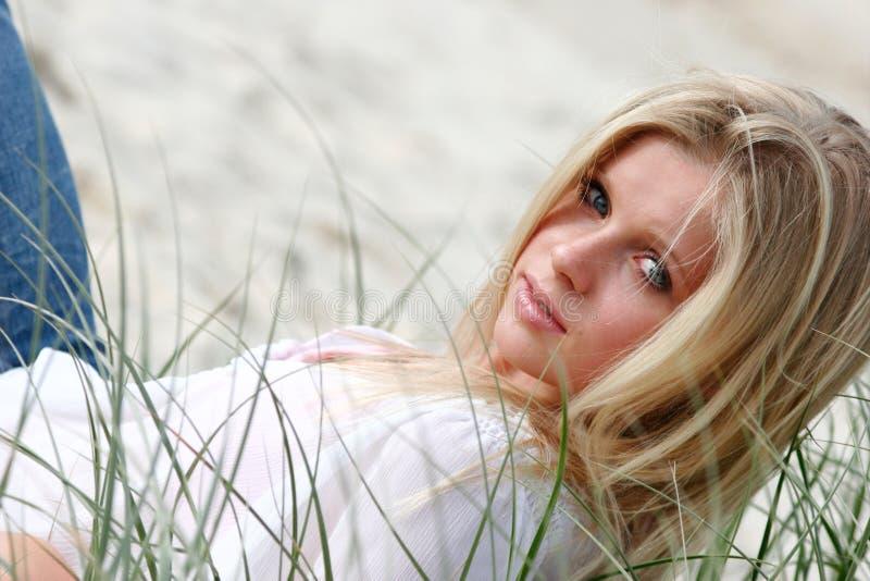 Modello sulla spiaggia fotografia stock