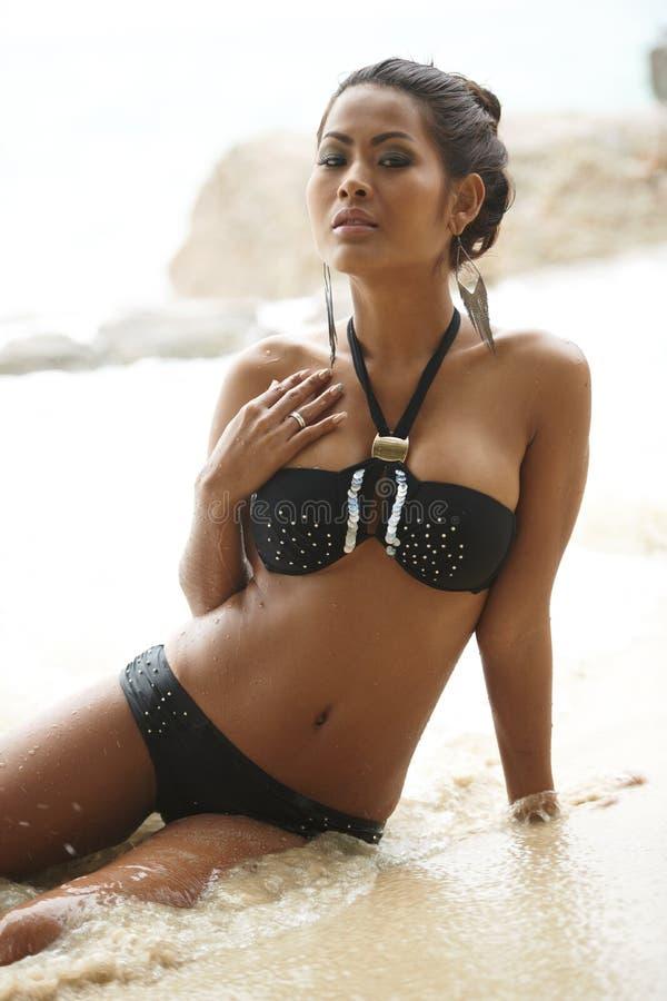 Modello tailandese del bikini fotografia stock
