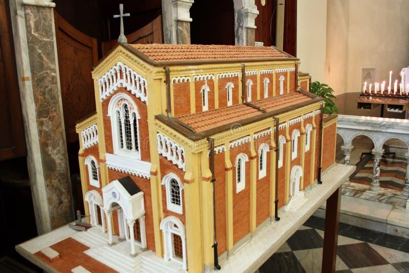 Modelo à escala de uma igreja vermelha imagem de stock royalty free
