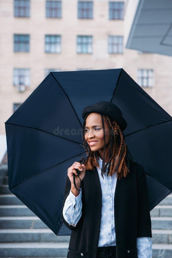 Modelo à moda da fêmea da forma Tempo temperamental foto de stock