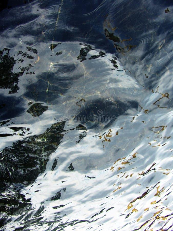 Modelo abstracto del agua con puntos culminantes preciosos foto de archivo