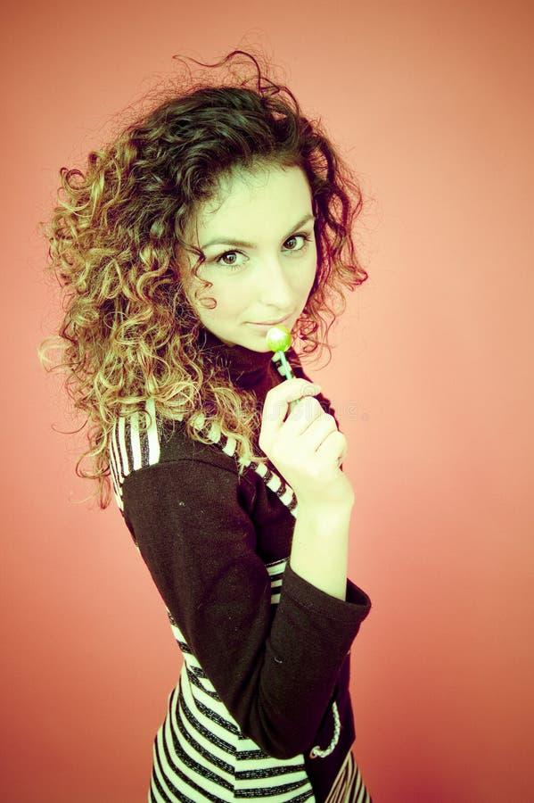 Modelo adolescente com Lollipop imagem de stock royalty free