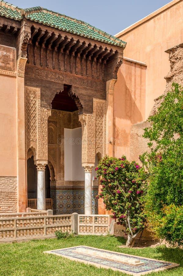 Modelo adornado del arabesque en las tumbas de Saadian en Marrakesh, Marruecos fotografía de archivo libre de regalías