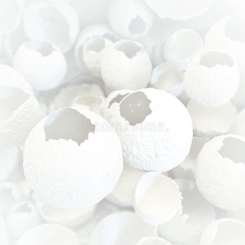 Modelo agrietado de los huevos como fondo colorido Visión superior, endecha plana, foco selectivo ilustración del vector