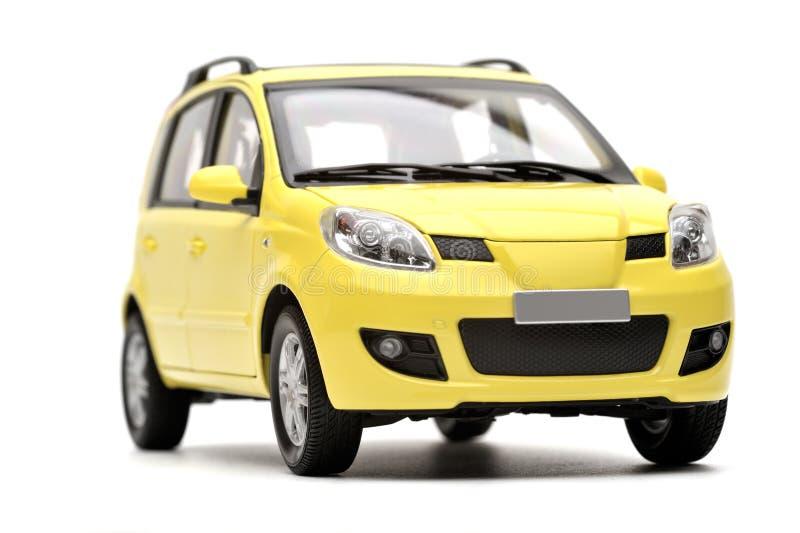 Modelo amarillo moderno genérico del coche de familia imagen de archivo libre de regalías