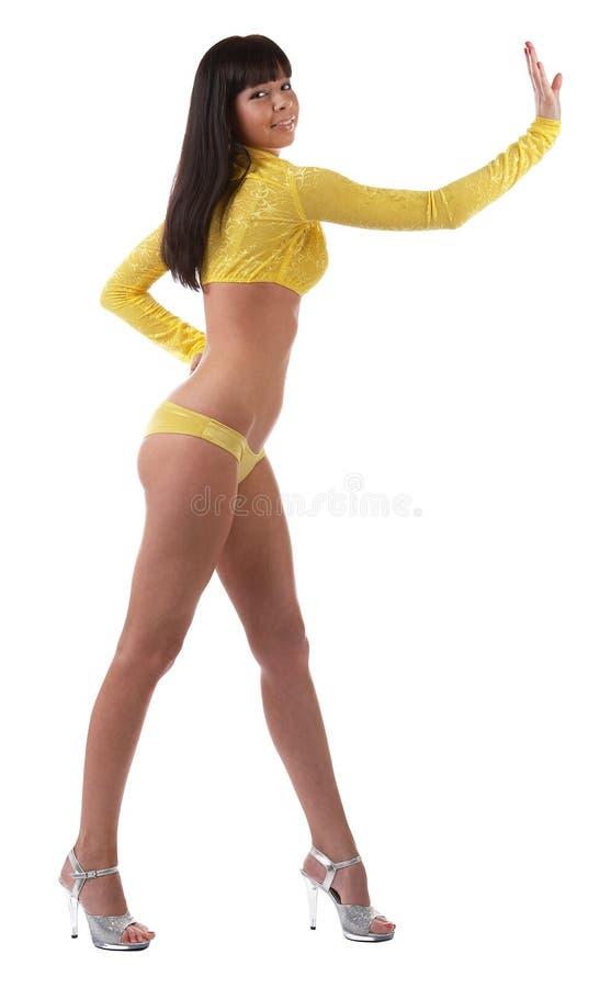 Modelo apasionado atractivo en ropa interior amarilla imágenes de archivo libres de regalías