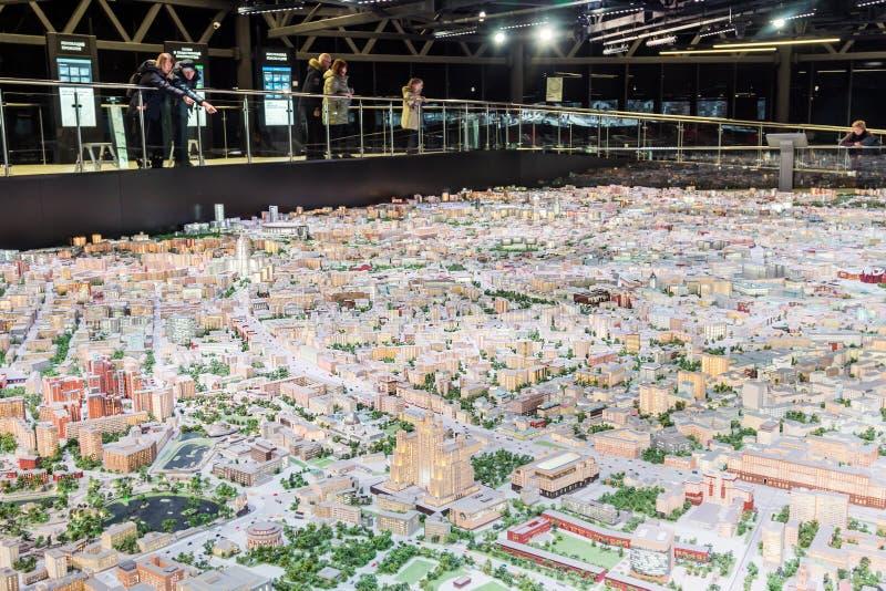 Modelo arquitectónico del objeto expuesto de Moscú para los moscovitas y las huéspedes del capital foto de archivo