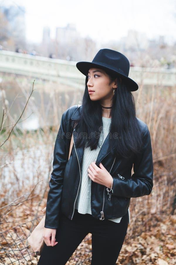 Modelo asiático nervoso foto de stock