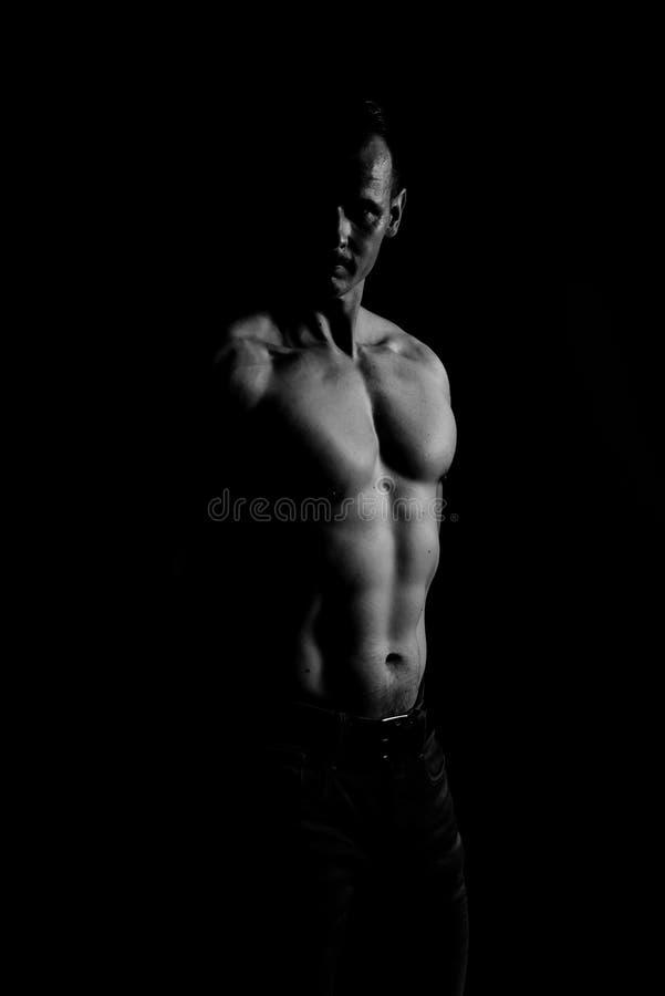 Modelo atlético da aptidão do homem imagens de stock royalty free