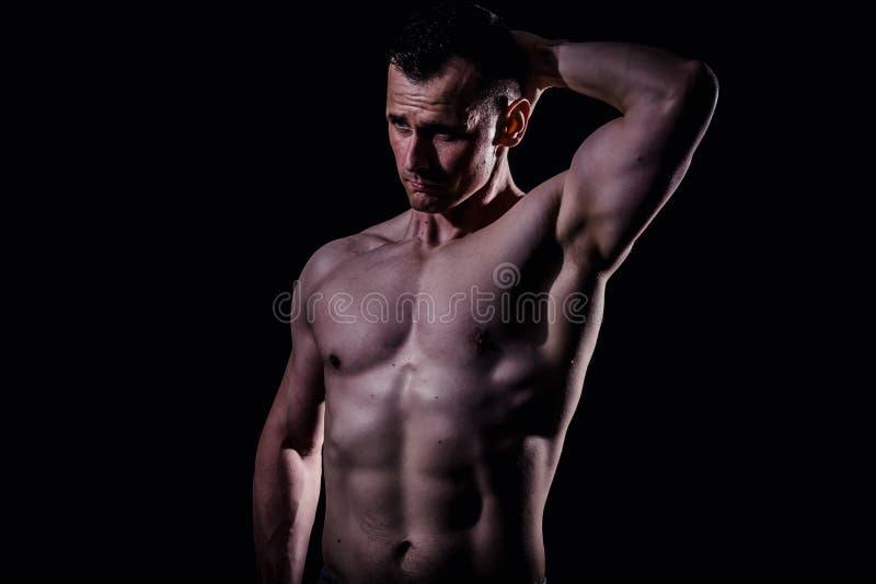 Modelo atlético da aptidão do homem fotografia de stock royalty free