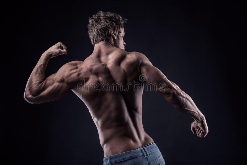 Modelo atlético forte da aptidão do homem fotos de stock