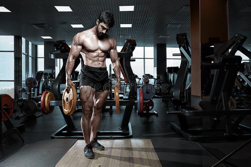 Modelo atlético muscular da aptidão do halterofilista imagem de stock royalty free
