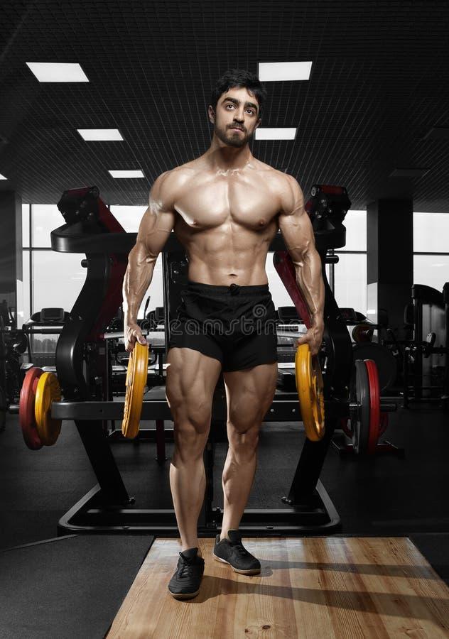 Modelo atlético muscular da aptidão do halterofilista foto de stock