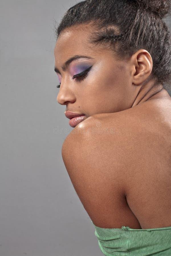 Modelo caliente de la mujer joven con maquillaje atractivo imagen de archivo