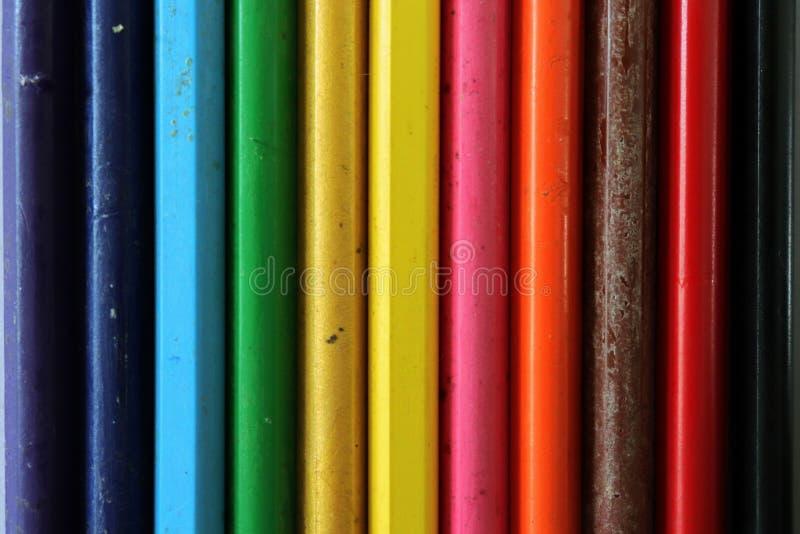 Modelo coloreado arco iris usando los creyones fotos de archivo libres de regalías