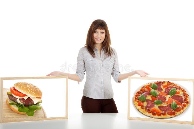 Modelo com o Hamburger do und da pizza fotografia de stock