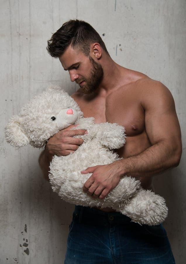 Modelo com urso de peluche fotos de stock