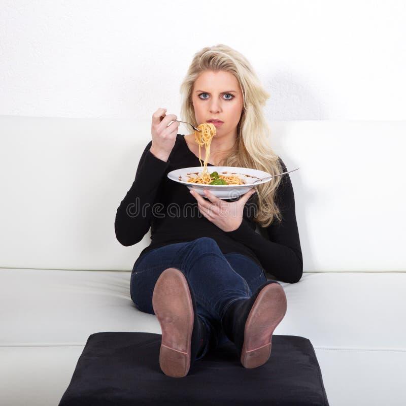 Modelo con spagetti foto de archivo