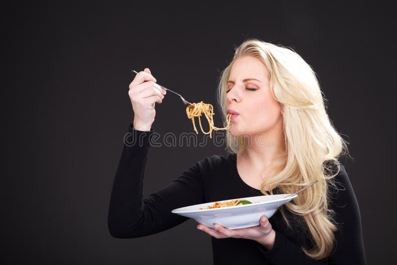 Modelo con spagetti fotos de archivo